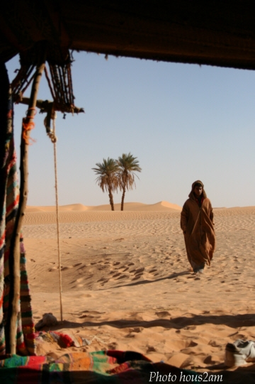 SAHARA_arrivee-tente_ph-hous2am.jpg