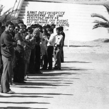 ITA-Mostaganem_Visite-Boumediene_1977_slogan.jpg
