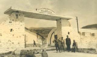 BOUZEGUENE_Entrée du bordj_ph-Miages_vers1959.jpg
