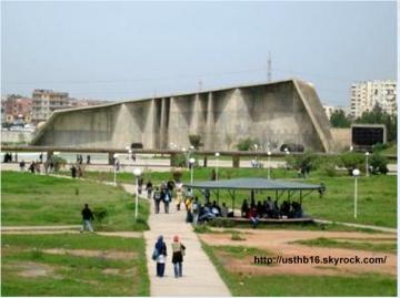 Alger_Bab-Ezzouar_USTHB_Auditorium.jpg