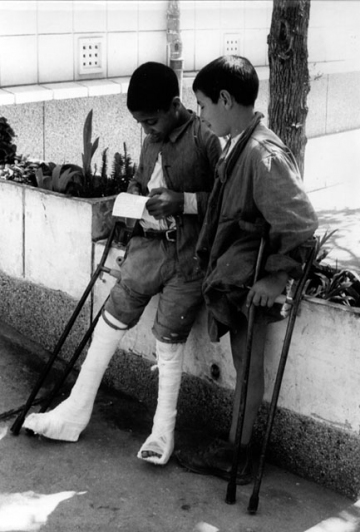 DOUERA_Enfants à l'hôpital_ph-OMS-1964.jpg
