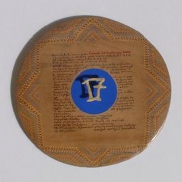 Gilbert-DESCOSSY_Déjà 17 ans_2002_Chewing-gum et texte écrit sur planche mauritanienne.jpg