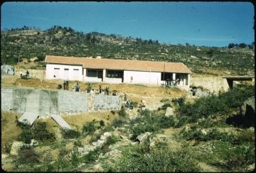 Ecole d'Aït Megève (Bouzeguène)_vers1958.jpg